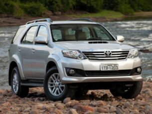 Toyota Hilux SW4 SRV  3.0 4X4(7 Lugares) 2012