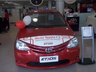 Super Oferta: Toyota Etios X 1.3 (Flex) 2014/2015 4P Vermelho Flex