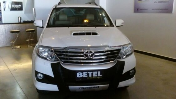 TOYOTA HILUX SW4 SRV 3.0 4X4 7 LUGARES