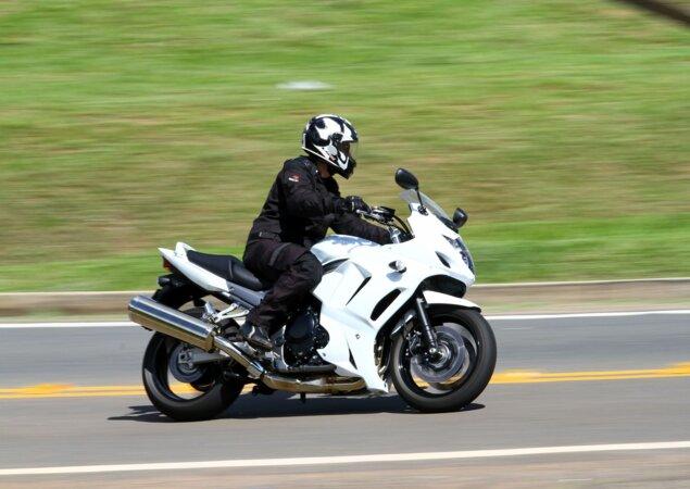 Durante a avaliação, a Suzuki GSX 1250FA fez 15,4 km/ o que lhe deixa com autonomia média de 290 km