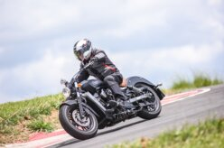 Indian Scout mira público da Harley-Davidson