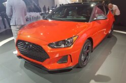 Hyundai revela novo Veloster com direito a versão esportiva