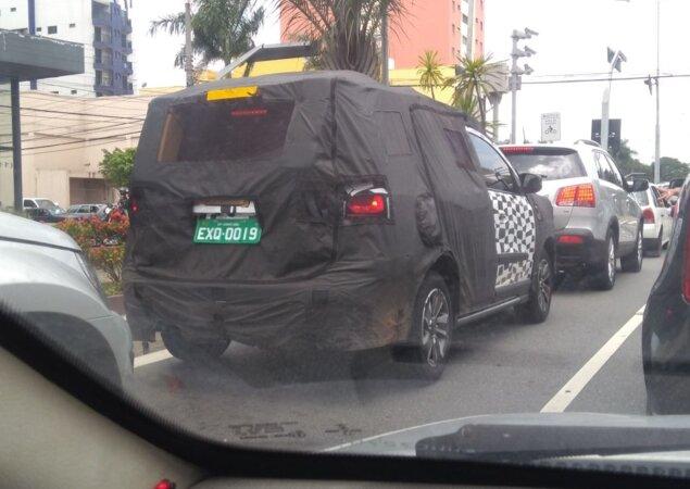 Flagra Nova Chevrolet Spin Vista Ainda Camuflada Notcias Icarros