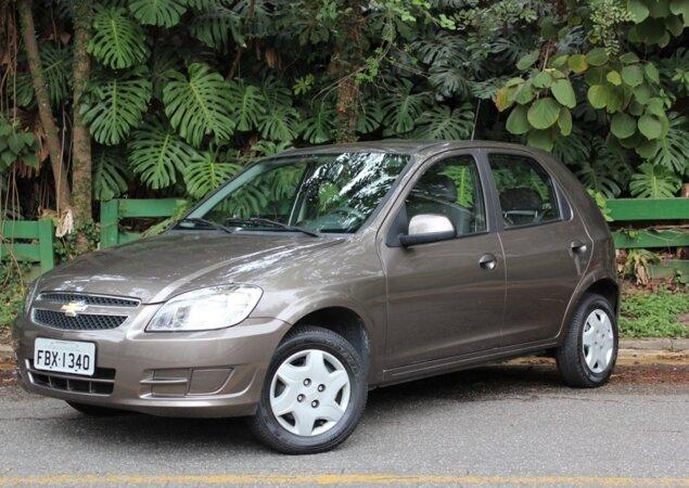 O iCarros separou algumas ofertas de veículos usados para ter seu primeiro  carro na garagem sem gastar muito fdbc59fc0f