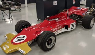 Emerson Fittipaldi guia carro de sua 1ª vitória na F1