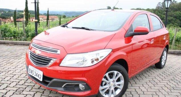 38fe35801b9be As vendas do novo hatch da Chevrolet começaram oficialmente hoje (7 11) em  todo o Brasil. Os preços sugeridos pela montadora para o Onix